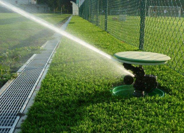 phoca_thumb_l_07 - dettaglio di un irrigatore in funzione