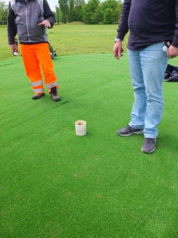 phoca_thumb_l_posizionamento delle buche nei putting green in erba artificiale